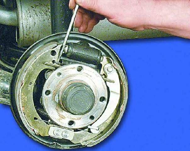 Фото №23 - замена задних тормозных колодок ВАЗ 2110